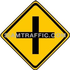 ป้ายเตือนจราจร ทางโทตัดทางเอก ทางข้างหน้ามีทางโทตัด ให้ขับรถด้วยความระมัดระวัง