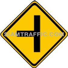 ป้ายจราจร ทางโทแยกทางเอกซ้าย ทางข้างหน้ามีทางแยกไปทางซ้าย ให้ขับรถด้วยความระมัดระวัง