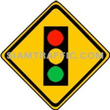 เครื่องหมายเตือน สัญญาณจราจร ทางข้างหน้ามีสัญญาณไฟจราจร ให้ขับรถช้าลง และพร้อมที่จะปฏิบัติตามสัญญาณไฟจราจร