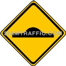 ป้ายจราจรประเภทเตือน เตือนรถกระโดด ทางข้างหน้าเปลี่ยนระดับอย่างกระทันหัน เช่น บริเวณคอสะพาน ทางข้ามท่อระบายน้ำ และคันชะลอความเร็วเป็นต้น ให้ขับรถให้ช้าลง และเพิ่มความระมัดระวัง