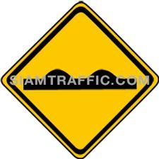 Warning Sign ผิวทางขรุขระ ทางข้างหน้าขรุขระมากมีหลุมมีบ่อ หรือเป็นสันติดต่อกัน ให้ขับรถให้ช้าลง และเพิ่มความระมัดระวัง