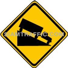 Warning Sign ทางลงลาดชัน ทางข้างหน้าเป็นทางลาดลงเขาหรือลงเนิน ให้ขับรถให้ช้าลงเดินรถใกล้ขอบทางด้านซ้ายให้มาก และผู้ขับรถไม่ควรปลดเกียร์หรือดับเครื่องยนต์เป็นอันขาดในกรณีที่เป็นทางลงเขา หรือเนินที่ชันมากให้ใช้เกียร์ต่ำเพิ่อความปลอดภัย