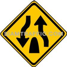 Warning Sign สิ้นสุดทางคู่ ทางข้างหน้าเป็นทางร่วมที่ไม่มีเกาะหรือสิ่งอื่นใดแบ่งการจราจร ให้ขับรถช้าลงและชิดด้านซ้ายของทาง และเพิ่มความระมัดระวังยิ่งขึ้น