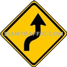 ป้ายเตือน ทางโค้งกลับเริ่มขวา ทางข้างหน้าเป็นทางโค้งเริ่มขวาแล้วกลับ ให้ขับรถให้ช้าลงพอสมควรและเดินรถชิดด้านซ้ายด้วยความระมัดระวัง