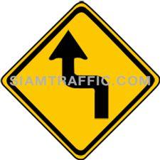 ป้ายเตือน ทางโค้งรัศมีแคบเริ่มซ้าย ทางข้างหน้าโค้งรัศมีแคบไปทางซ้ายแล้วกลับ ให้ขับรถให้ช้าลงพอสมควร และเดินรถชิดด้านซ้ายด้วยความระมัดระวัง