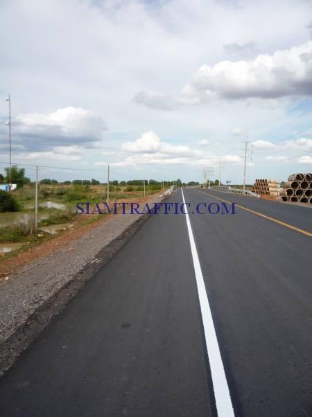สีตีเส้น การตีเส้นจราจรในประเทศกัมพูชาจากปอยเปตถึงเสียมเรียบปริมาณงาน 30,000 ตารางเมตร