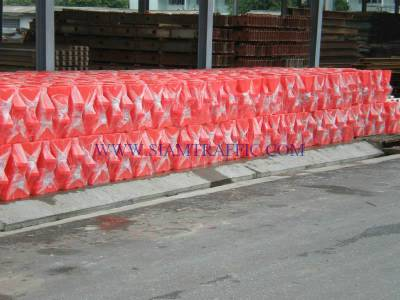 กำแพงน้ำพลาสติกกรมทางหลวงแขวงปทุมธานี 300 ตัว
