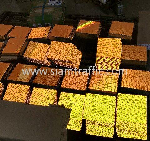 เป้าสะท้อนแสงติดคอนกรีตขนาด 15x15 เซนติเมตร จำนวน 1,500 อัน