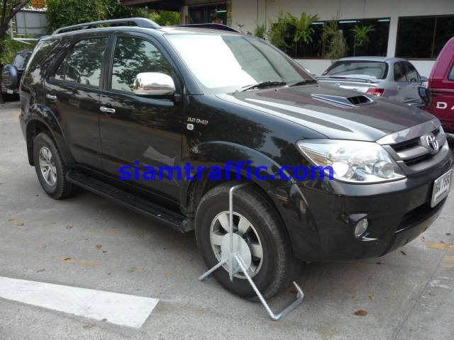 Wheel locked for big wheel car for example, Toyota vigo and Toyota fortuner.