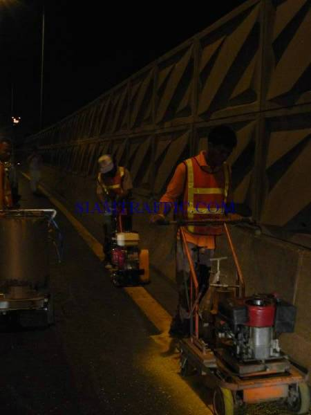 Road Line : Road marking service on Expressway