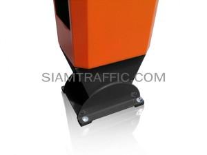 Manual traffic barrier