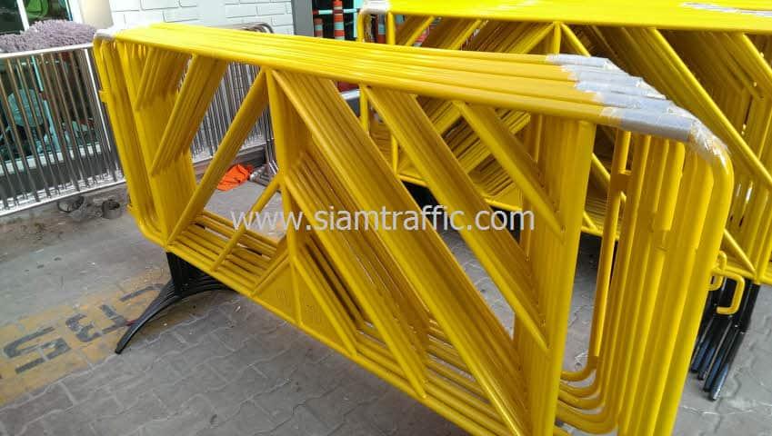 แผงกั้นจราจรสีเหลือง ตามแบบ กทม. ยาว 2 เมตร จำนวน 100 แผง