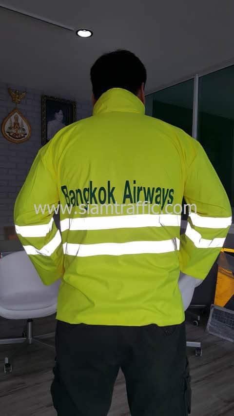 เสื้อกันฝนสีเขียวตองอ่อน บริษัท การบินกรุงเทพ จำกัด (มหาชน)