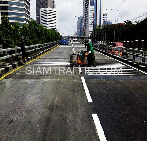 ตีเส้นที่สะพานไทย-ญี่ปุ่น