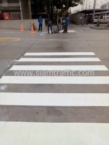 ตีเส้นถนน และทาสีขอบทางขาว-แดง โรงงานอุตสาหกรรม ปทุมธานี