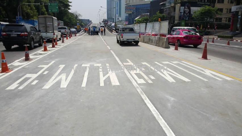ตีเส้นสะพานไทย เบลเยี่ยม โดยสีตีเส้นจราจรชนิดสีเทอร์โมพลาสติก
