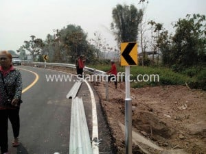Road sign and guardrail at Baan Rong Kum Amphoe Muang Phayao