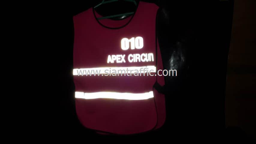 เสื้อสะท้อนแสงบริษัท Apex Circuit จำนวน 820 ตัว
