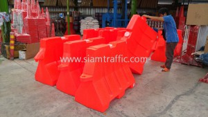 Waterfilling plastic barrier and guide post