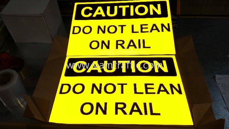 ป้ายความปลอดภัย ป้ายข้อความ CAUTION DO NOT LEAN ON RAIL