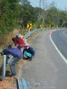 Galvanized guard rails w beam Ban Phlio to Mae Nam Welu Trat Highway
