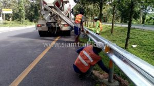 Guard rail w shaped beam Khao Bo to Tha Thong Chumphon Highway