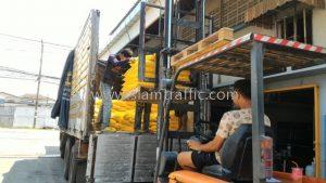 สีทาเส้นถนนชนิดสีเทอร์โมพลาสติกจำนวน 500 ถุง ส่งออกไปประเทศกัมพูชา