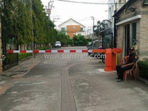 ไม้กระดก รุ่นใหม่สีส้ม หมู่บ้านจัดสรร วิสต้าปาร์ค วัชรพล