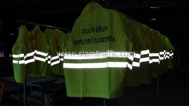 เสื้อกันฝน สกรีนข้อความ งานป้องกันฯ เทศบาลตำบลฉลอง จำนวน 24 ตัว