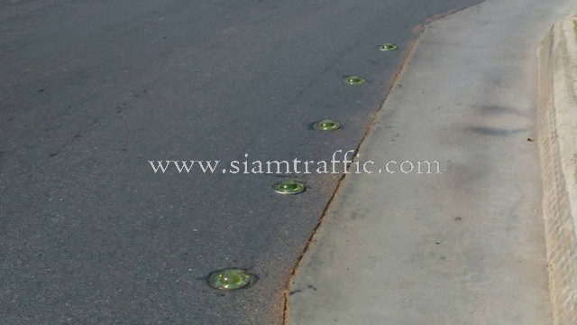 ลูกแก้วติดถนน ติดตั้งที่ The Palm พัฒนาการ จำนวน 102 ลูก