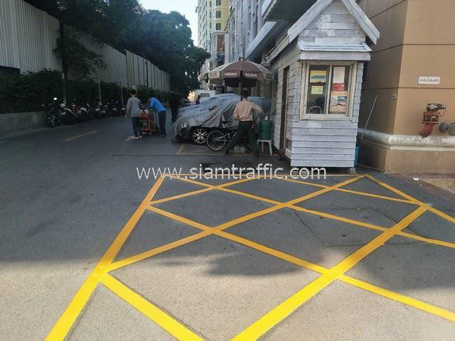 งานตีเส้นจราจร และกะเทาะสีเดิมที่คอนโดบ้านกลางกรุง สยาม-ปทุมวัน