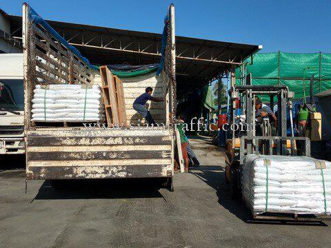 สีจราจรทาถนน สีขาว จำนวน 500 ถุง ส่งออกไปเมียวดี ประเทศพม่า