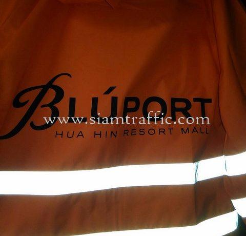 เสื้อกันฝน สกรีนโลโก้ BLUPORT สีดำ บริษัท หัวหินแอสเสท จำกัด