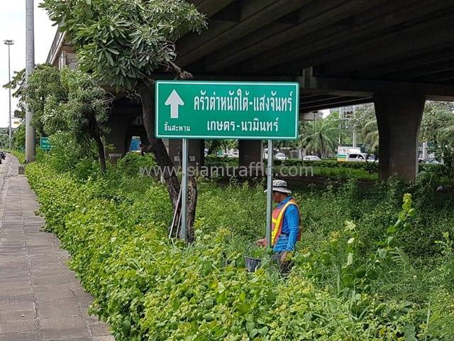 [:th]ป้ายบอกทาง ครัวตำหนักใต้-แสงจันทร์ ติดตั้งแยกลาดพร้าว-เกษตรตัดใหม่[:en]Dhamnaktai-Saengjan signs at Ladprao-Kaset nawamin Intersection[:]