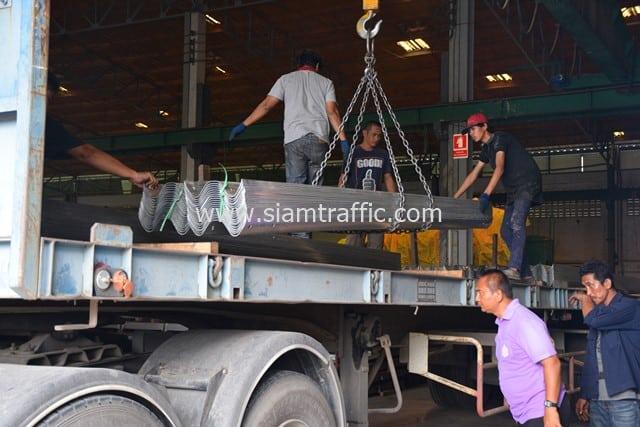 [:th]การ์ดเรล 675 แผ่น ส่งไปนิคมอุตสาหกรรมมาบตาพุด จังหวัดระยอง[:en]Guardrail at Map Ta Phut Industrial Estate Rayong Province[:]