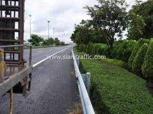 Guardrail installation at Motorway 9 Khlong Phrayasuren to Phra Pradaeng