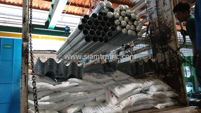 [:th]สีเทอร์โมพลาสติก11 ตัน และการ์ดเรล ส่งไปจังหวัดแม่ฮ่องสอน[:en]Guardrails and hermoplastic paint at Chiangmai Province[:]