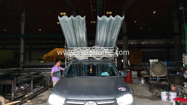 [:th]ราวเหล็กลูกฟูก ปลายทางอำเภอสว่างวีรวงศ์ จังหวัดอุบลราชธานี[:en]Road guardrails at Amphoe Sawang Wirawong, Ubon Ratchathani Province[:]