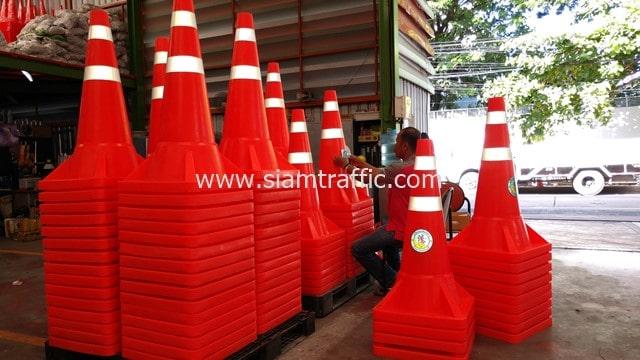 [:th]กรวยจราจรสะท้อนแสง สูง 1 เมตร โลโก้เทศบาลเมืองพัทยา จ.ชลบุรี[:en]Pattaya City Chonburi Province traffic cones[:]