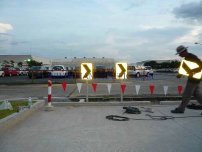 Installation of Chevron sign at Honda Rojana